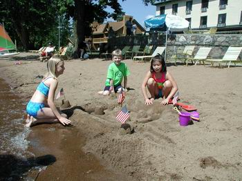 sand_castles_on_resort_beach